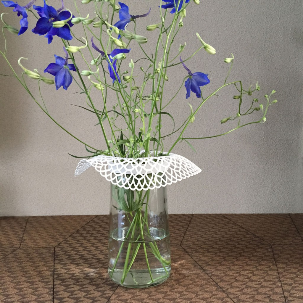 iZign Dutch Lace collar vase